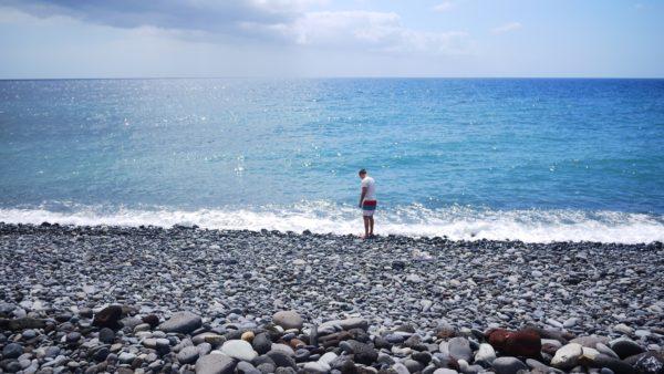 Ensam person vid stranden